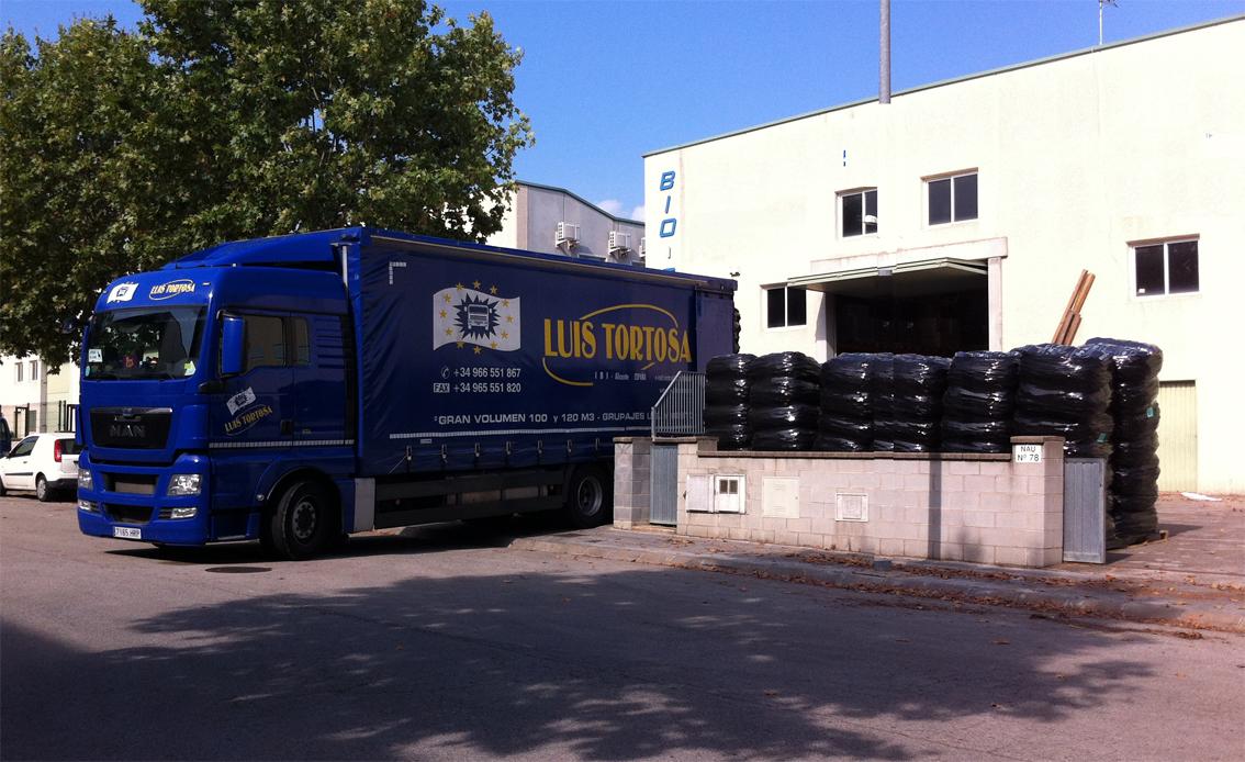 Bio-fil: Camión cargando en la entrada de la empresa